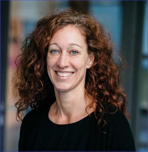 Frau Lüneburg macht Erziehungs- und Familienberatung an der EKG