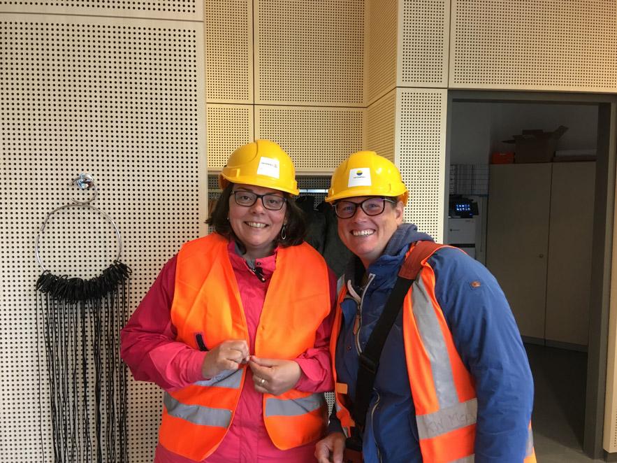 Lehrer beim Ausflug zum Heizkraftwerk Moorburg