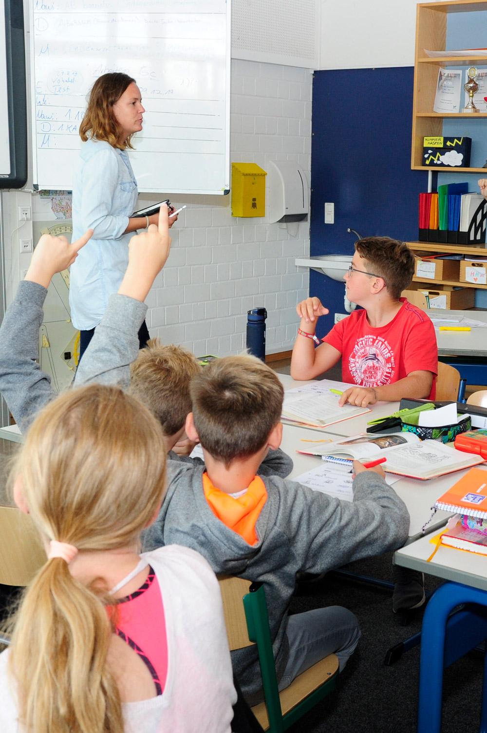 Deutschlehrerin in ihrer Klasse