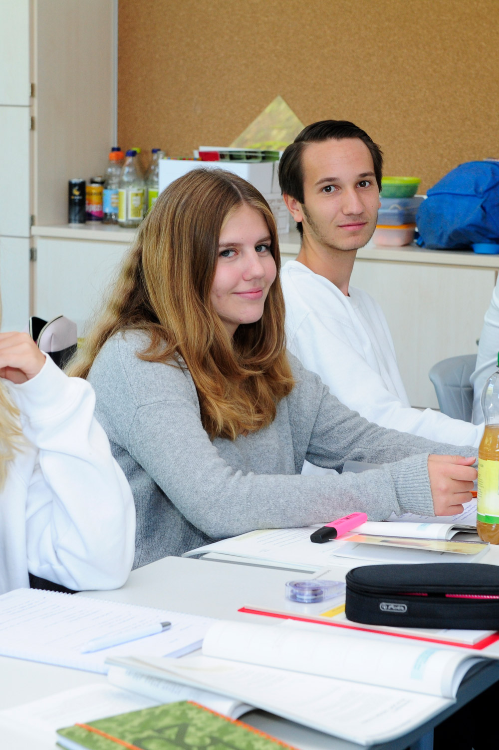 Schüler im Unterricht zu Wirtschaft und Politik, kurz WiPo