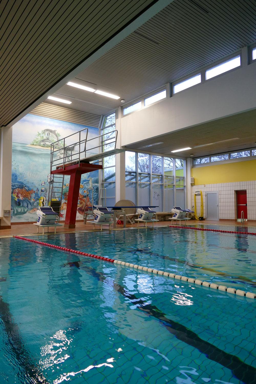In dieser Schwimmhalle lernen Schülerinnen und Schüler der EKG das Schwimmen